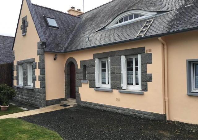 Ravalement de façade d'une maison individuelle à Ploufragan